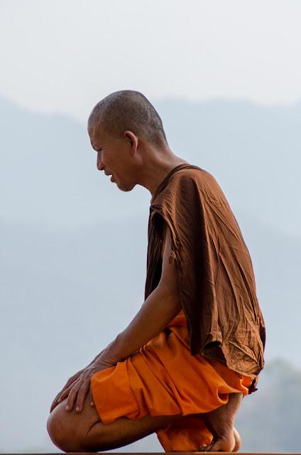 laoský mních