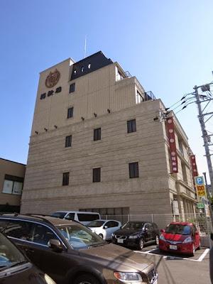 移転後の福新楼の横には100円パーキングもあるよ