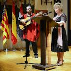 Recitando acompañada del guitarrista y cantor Ricardo Orero