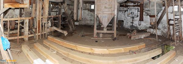 wewnątrz palczewskiego wiatraka trwają prace renowacyjne