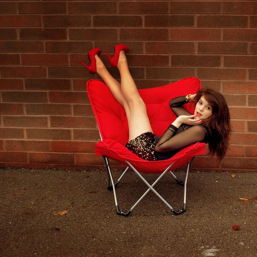 Kari Holmes Photo 17