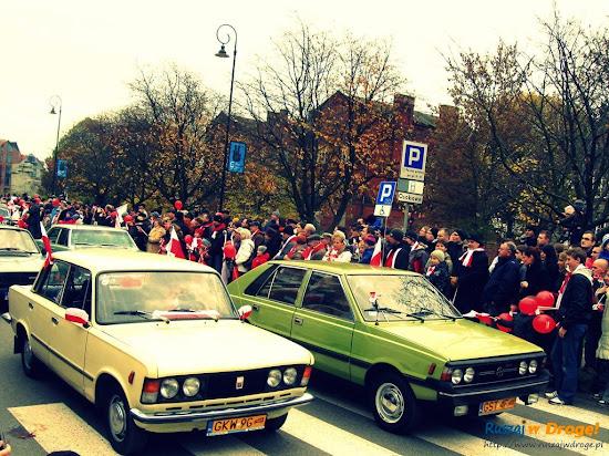 fiat 125p i polonez na paradzie niepodległości