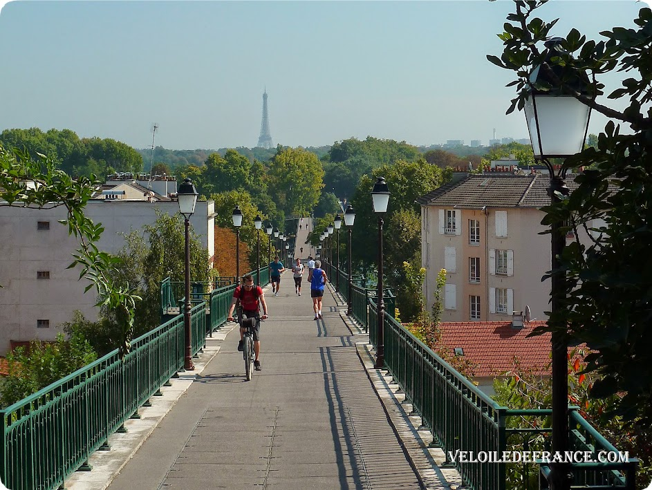 Cycling from the Eiffel Tower to the Meudon Forest: between hillsides of the Seine and panoramas of Paris