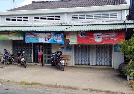 Tiệm bách hóa của gia đình Hưng đóng cửa khi xảy ra vụ việc.