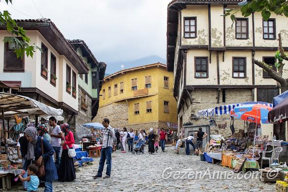 Bursa Cumalıkızık köyü girişi ve meydanındaki satıcılar