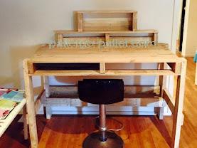 bàn thờ thần tài từ pallet gỗ làm bàn thờ thổ công, được ưa chuộng