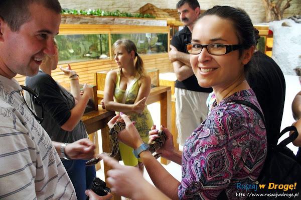 kaszuby Tuchlino - park zoo-egzotyczne - Kasia z wężem