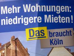 Wahlplakat: »Mehr Wohnungen: niedrigere Mieten! Das braucht Köln«.
