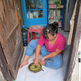 Pounding spices with Indonesian mortar and pestle