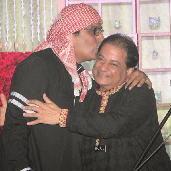 Talat Aziz and Anup Jalota during the birthday celebrations, in Mumbai, on July 29, 2014. (Pic: Viral Bhayani)