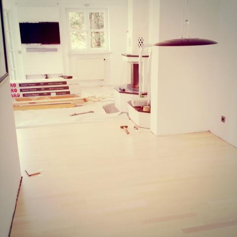 Das elterliche Wohnzimmer mit neuem Boden