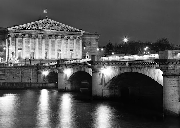 Pont de la Concorde Here looking from the right bank to the left and to the building and entrance of the Assemblée nationale. From The Glow of Paris: The Bridges of Paris at Night. Photographer Gary Zuercher.