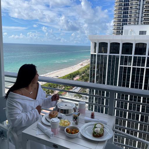 Daisy Castro Photo 24
