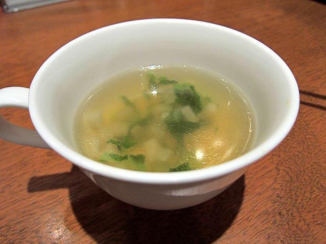 セットに付け合わせのスープです