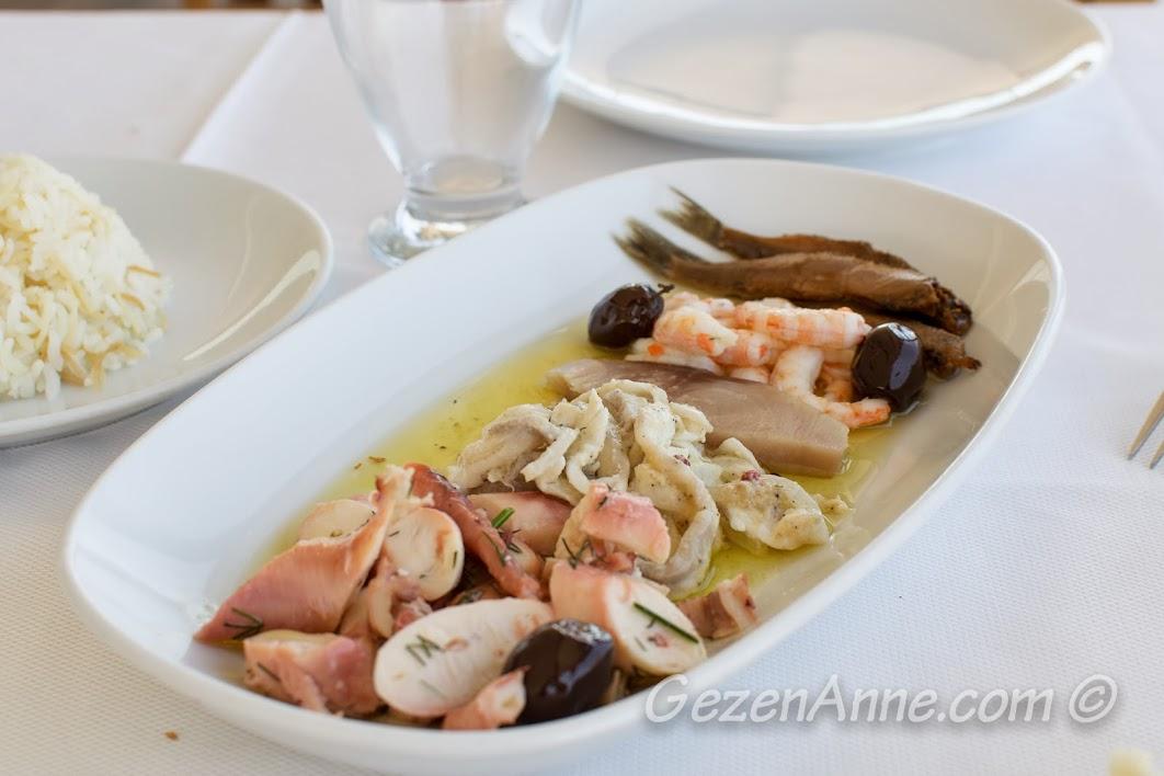 Çanakkale, Yalova Restoran'daki deniz ürünleri salatası