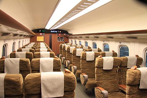 山陽・九州新幹線 N700系7000番台「さくら」 指定席車内