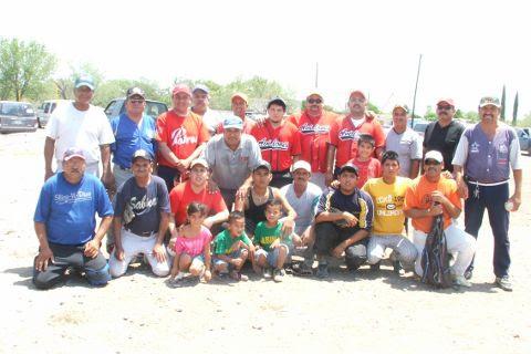 Equipo Avilones en el softbol del Club Sertoma.