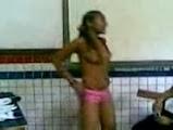 Novinha do Ensino Fundamental Fica Pelada em Sala de Aula
