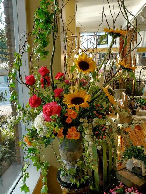 Florist Tustin CA | Elegant Hive at 401 El Camino Real, Tustin, CA