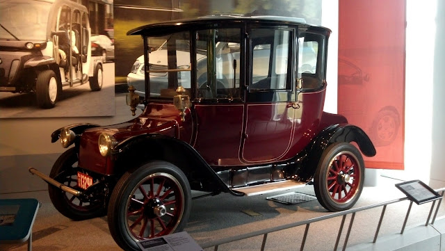 1914 Detroit Electric (Anderson Electric Car Company). Америка на колесах - музей антикварных автомобилей в Аллентауне, Пенсильвания (America on Wheels, Allentown, PA)