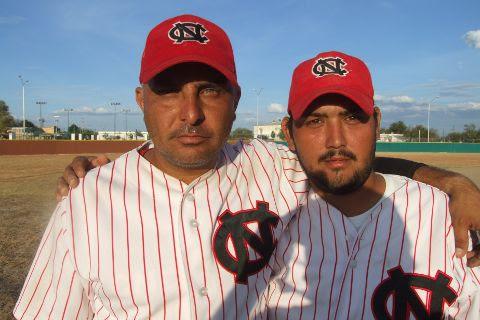 Damián Garza y Rafael Jasso de CNC en el softbol sabatino