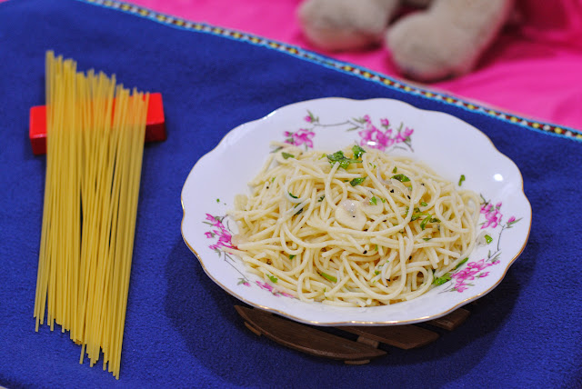 very easy aglio olio recipe by ServicefromHeart