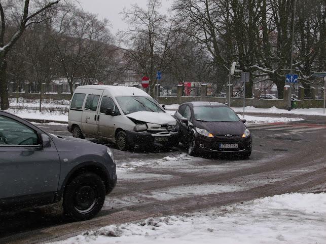 Al. Papieża Jana Pawła: Verkehrsunfall an einer Kreuzung (Foto: A. Schwarze)