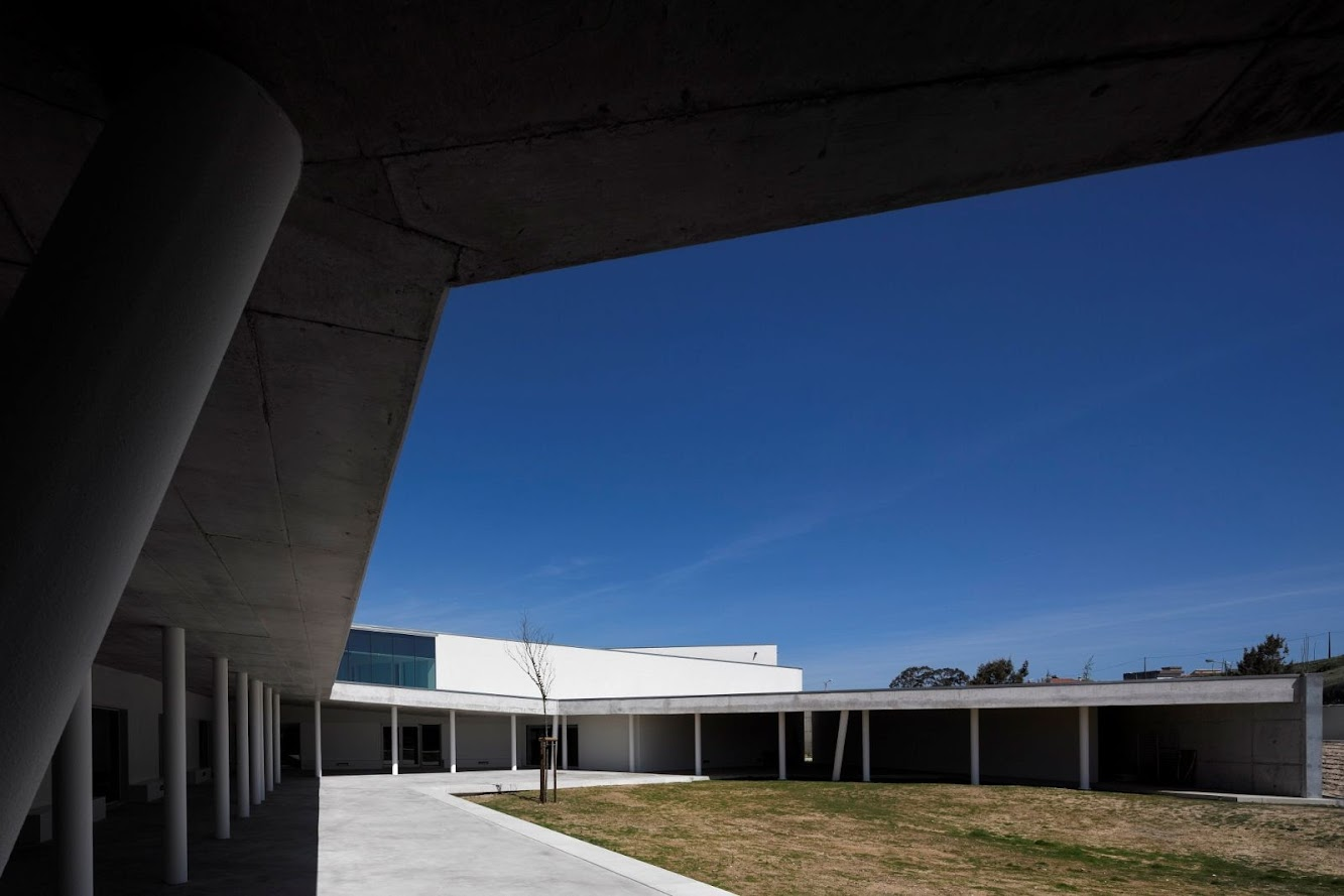 Caneças High School by Arx
