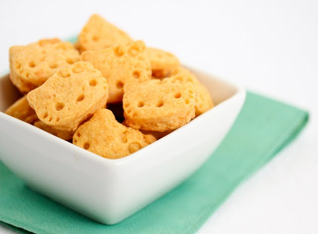 close-up photo of a bowl of crackers