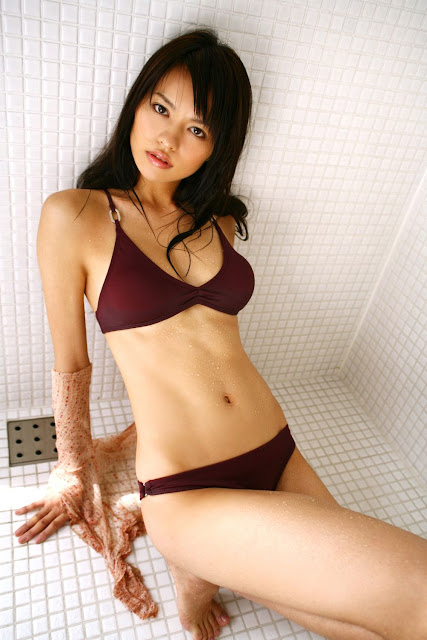 Yuriko Shiratori - sexy Japanese gravure idol and actress