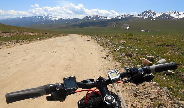 Passhöhe (3200 m) zwischen Kich-Kara-Kudzhur- und Ter-Suu-Tal  (Koordinaten: N 41.800015, E 75.946255)