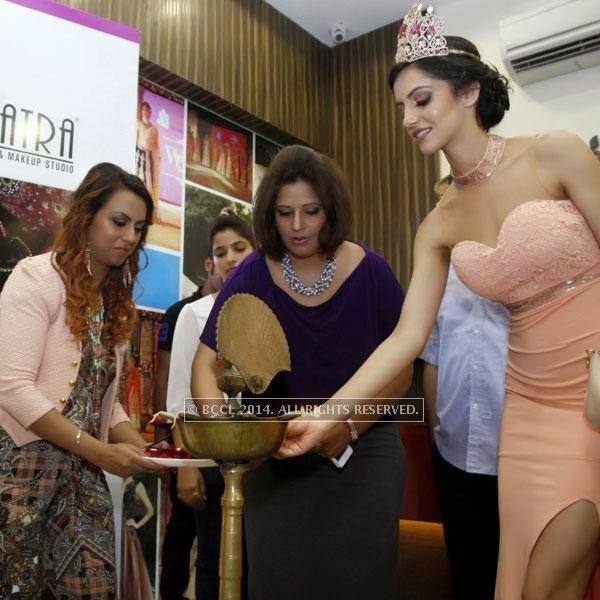 Miss India 2014 Koyal Rana with Richa Aggarwal  during the inauguration of the new Cleopatra Lounge in Chandigarh.