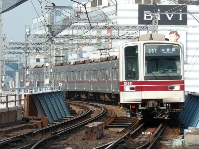 東京メトロ日比谷線 中目黒行き5 東武20000系幕式