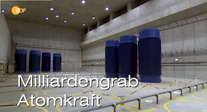 Bild aus Video: Lagerhalle mit Castoren »Milliardengrab Atomkraft«.