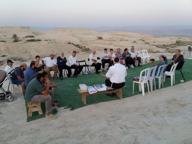 שיעורו של הרב שמואל יניב בערבות יריחו מול הר נבו