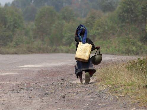 Un enfant d'un soldat des FARDC sur la route entre Goma et Rutshuru après la chute de cette dernière cite entre les mains des rebelles du M23, le 10 Juillet 2012. © MONUSCO/Sylvain Liechti