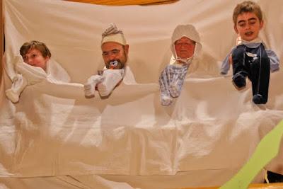 Für den lustigen Babysitter-Song fanden sich die Akteure vereinsübergreifend zusammen und brachten dem Publikum viel Spaß.