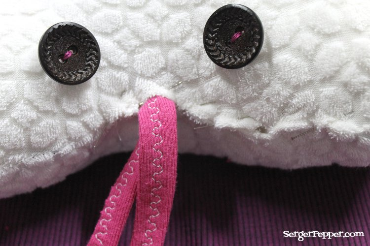 Serger Pepper - Tooth Fairy Cushion DIY - Tutorial Refashion