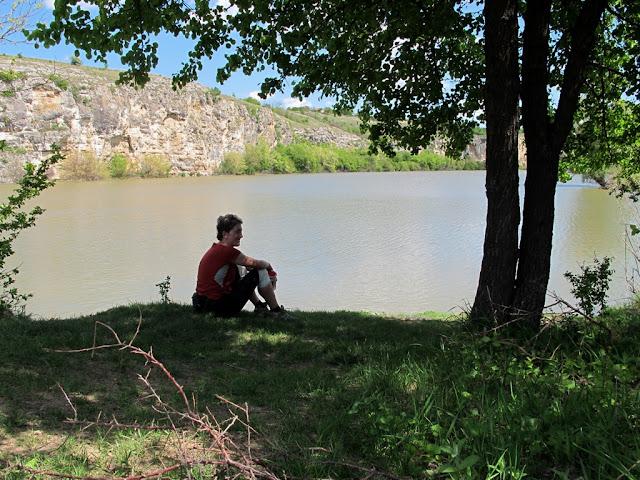 odihna la margine de lac