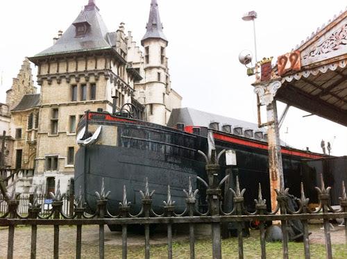 Bateau hors de l'eau Anvers