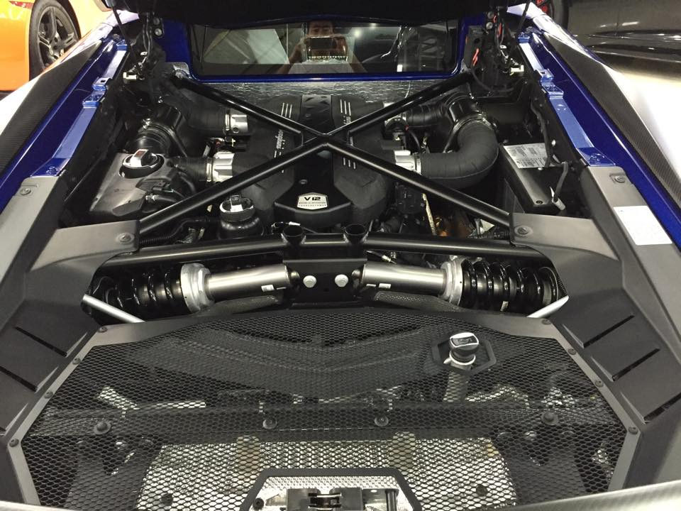 Sức mạnh đỉnh cao, nên mỗi cú rít ga của Lamborghini Aventador SV, là một cốc xăng ra đi, thật khủng khiếp