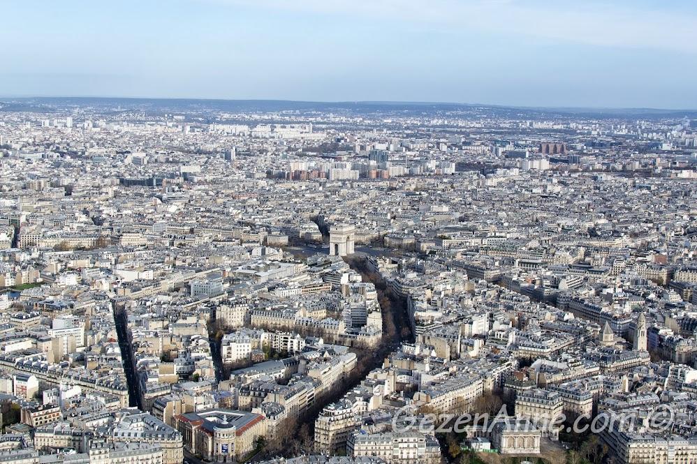 Arc de Triomphe ve l'Etoile kavşağı manzarası