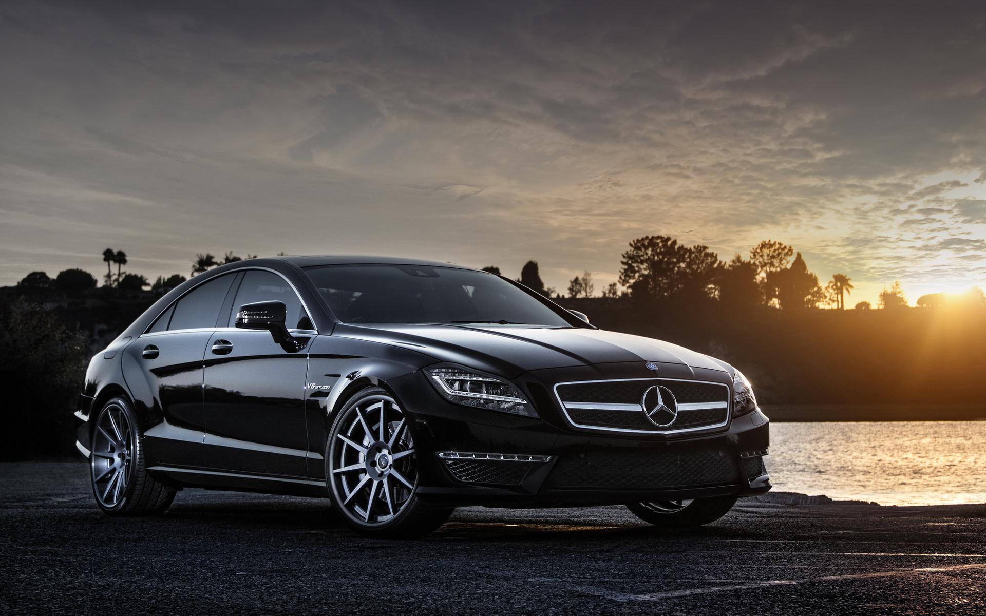 Автомобиль Mercedes-Benz CLS63 скачать