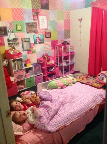 Half Acre Homestead: Bug\'s room and her scrapbook paper wall!
