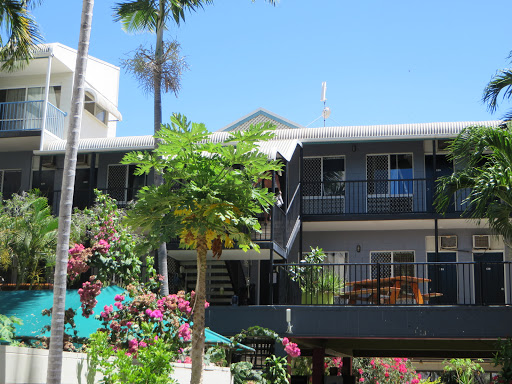 Adventurers Backpackers Resort, Resort, 79 Palmer St, South Townsville QLD 4810, Reviews