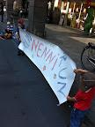 Die ganz jungen Fans haben ein Poster mit Mamas Hilfe gemalt und hochgehalten