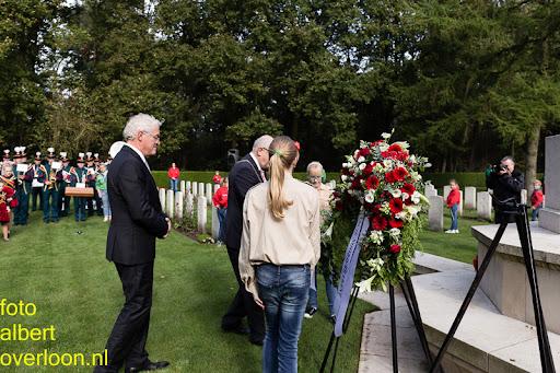 herdenkingsdienst  en een stille tocht naar het Engelse kerkhof 12-10-2014 (65).jpg