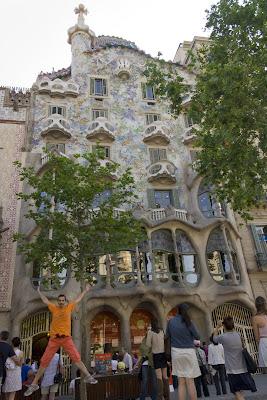 Salto frente a la Casa Batlló