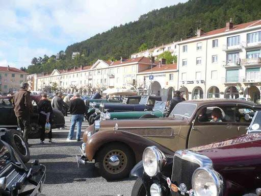 Sisteron et ses voitures d'époque...