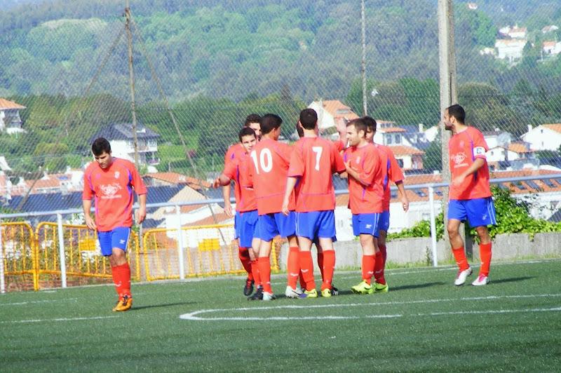 Os Modestos celebrando o ultimo gol da liga. Numancia de Ares.